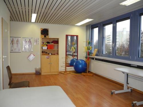 Praxis Laatzen - Raum 2 - Behandlungsraum für Erwachsene
